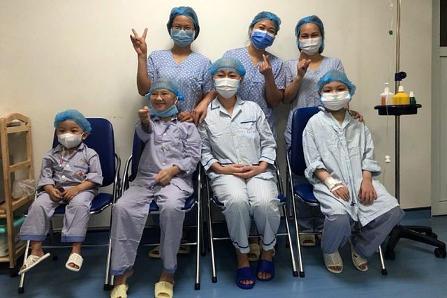 Bé trai 8 tuổi bị ung thư máu kiên cường trải qua ba lần ghép tế bào gốc - 1
