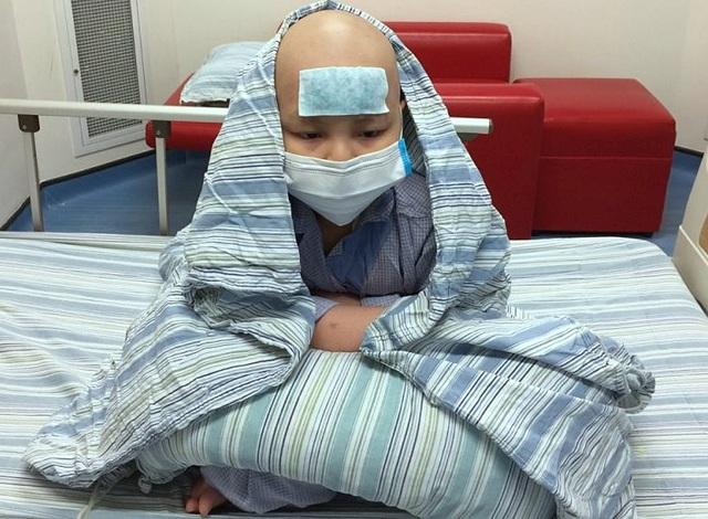 Bé trai 8 tuổi bị ung thư máu kiên cường trải qua ba lần ghép tế bào gốc - 2