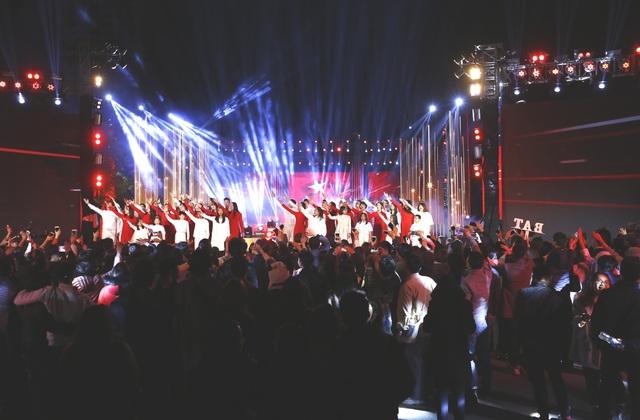 Ca sĩ cháy hết mình trong đại nhạc hội đếm ngược chào đón năm mới 2021 - 2