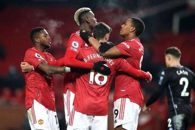 Đánh bại Aston Villa, Man Utd vươn lên bằng điểm Liverpool - 1