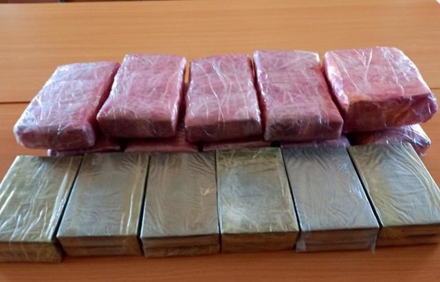 Bắt 3 thiếu niên vận chuyển 12 bánh hê roin, 54.000 viên ma túy - 3