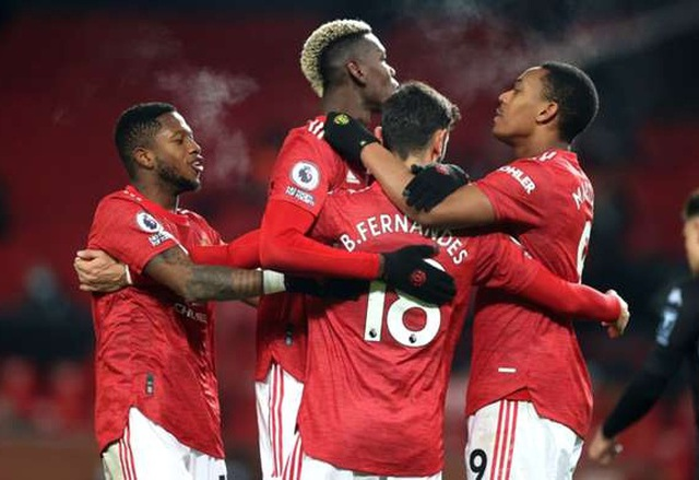 Man Utd bằng điểm Liverpool: Lửa khát khao bùng cháy giữa đêm đen! - 2
