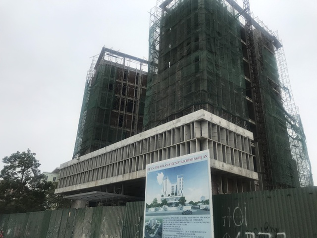 Vụ rơi thang tời tại công trình tòa nhà Sở Tài chính: 3 người tử vong - 1