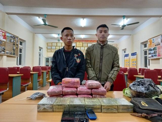 Bắt 3 thiếu niên vận chuyển 12 bánh hê roin, 54.000 viên ma túy - 1