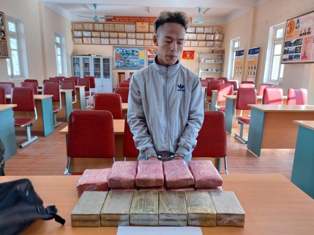 Bắt 3 thiếu niên vận chuyển 12 bánh hê roin, 54.000 viên ma túy - 2