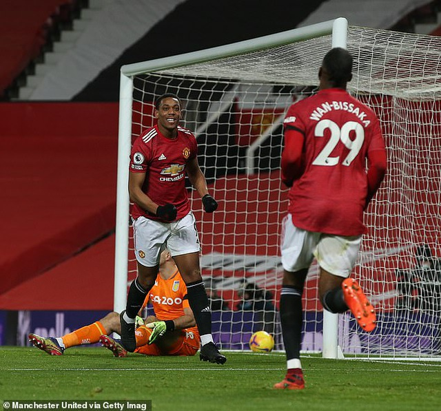 HLV Solskjaer ngợi khen Pogba sau khi Man Utd thắng Aston Villa - 1