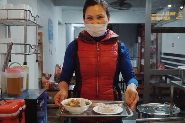 Vợ chồng người Tày cõng đặc sản Cao Bằng về Hà Nội - 2