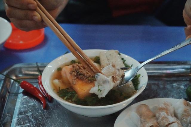 Vợ chồng người Tày cõng đặc sản Cao Bằng về Hà Nội - 7