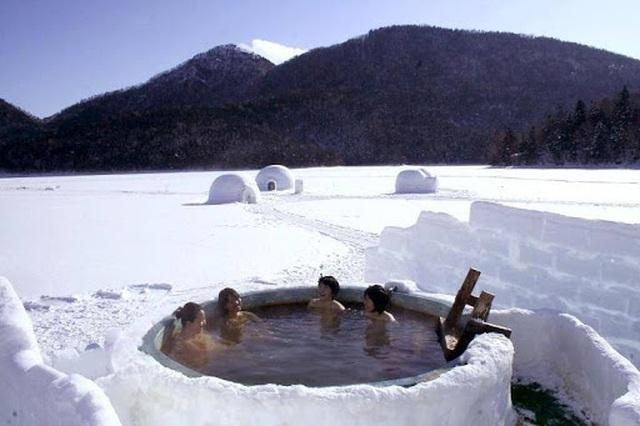 Những onsen ngoài trời đẹp đến nao lòng giữa tuyết trắng mùa đông - 1