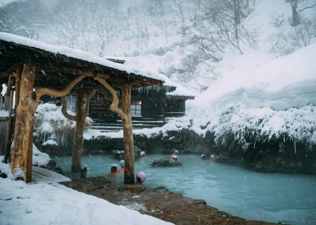 Những onsen ngoài trời đẹp đến nao lòng giữa tuyết trắng mùa đông - 2