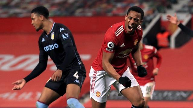 Man Utd bằng điểm Liverpool: Lửa khát khao bùng cháy giữa đêm đen! - 1