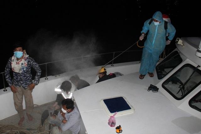 Phát hiện 6 người nhập cảnh trái phép từ Campuchia bằng đường biển - 1