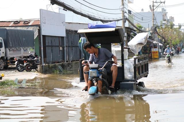 Trời không mưa, đường ở TP Thủ Đức vẫn ngập như sông - 9