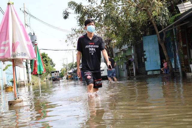 Trời không mưa, đường ở TP Thủ Đức vẫn ngập như sông - 2