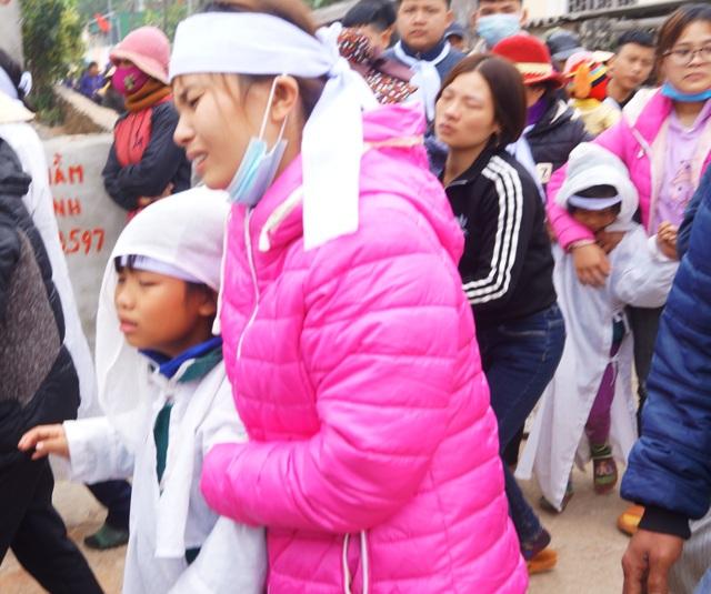 Những đứa trẻ lạc giọng trong đám tang ngày đầu năm mới - 5