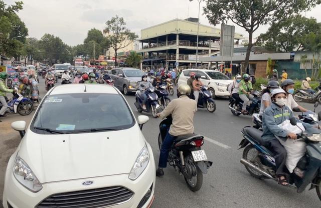 Giao thông cửa ngõ Sài Gòn đông nhưng không tắc - 9