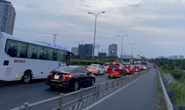 Giao thông cửa ngõ Sài Gòn đông nhưng không tắc - 11