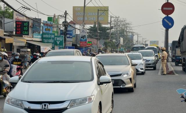 Giao thông cửa ngõ Sài Gòn đông nhưng không tắc - 2