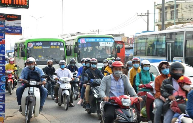 Giao thông cửa ngõ Sài Gòn đông nhưng không tắc - 4
