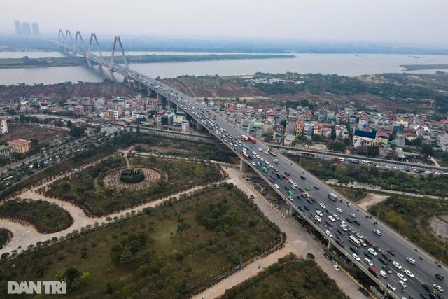 Hàng nghìn ôtô chôn chân tại cầu Nhật Tân ngày cuối kỳ nghỉ lễ - 1