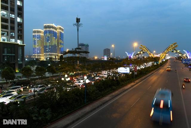 Hàng nghìn ôtô chôn chân tại cầu Nhật Tân ngày cuối kỳ nghỉ lễ - 13
