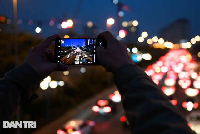 Hàng nghìn ôtô chôn chân tại cầu Nhật Tân ngày cuối kỳ nghỉ lễ - 14