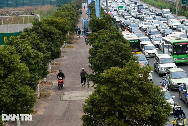 Hàng nghìn ôtô chôn chân tại cầu Nhật Tân ngày cuối kỳ nghỉ lễ - 8