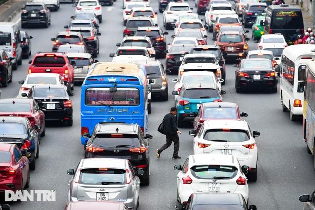 Hàng nghìn ôtô chôn chân tại cầu Nhật Tân ngày cuối kỳ nghỉ lễ - 9