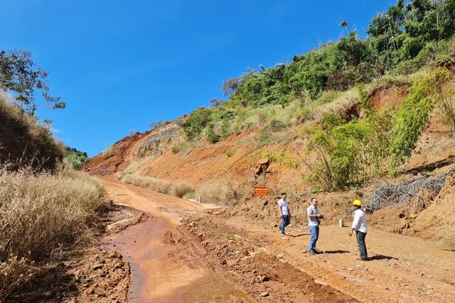Liên tục sạt lở, con đường hàng trăm tỷ tại Đắk Nông biến mất trong đất đá - 3