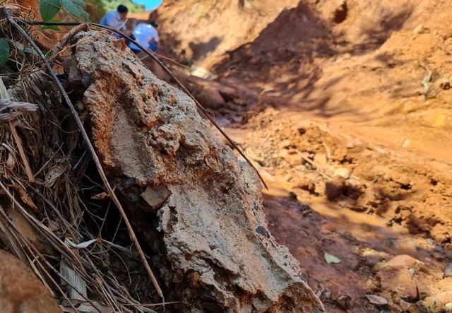 Liên tục sạt lở, con đường hàng trăm tỷ tại Đắk Nông biến mất trong đất đá - 2