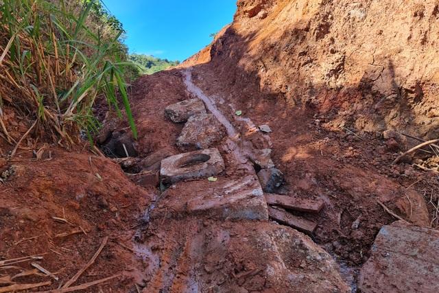 Liên tục sạt lở, con đường hàng trăm tỷ tại Đắk Nông biến mất trong đất đá - 4