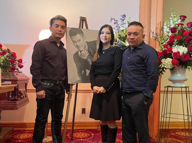 Đồng nghiệp nghẹn ngào khi thấy chiếc micro an táng cùng Vân Quang Long - 11