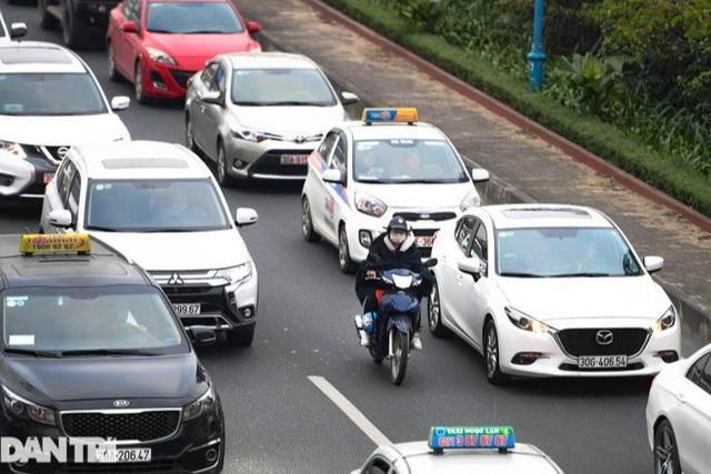 Hàng nghìn ôtô chôn chân tại cầu Nhật Tân ngày cuối kỳ nghỉ lễ - 11