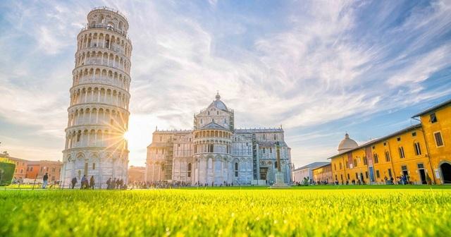 Tòa tháp nghiêng vẹo 7 độ, chân tháp bị phá hủy, nhưng tồn tại 1.000 năm - 1