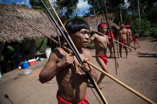 Những tập tục kỳ lạ của bộ tộc sống biệt lập trong rừng sâu Amazon - 3