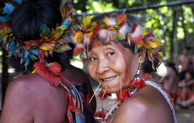 Những tập tục kỳ lạ của bộ tộc sống biệt lập trong rừng sâu Amazon - 6