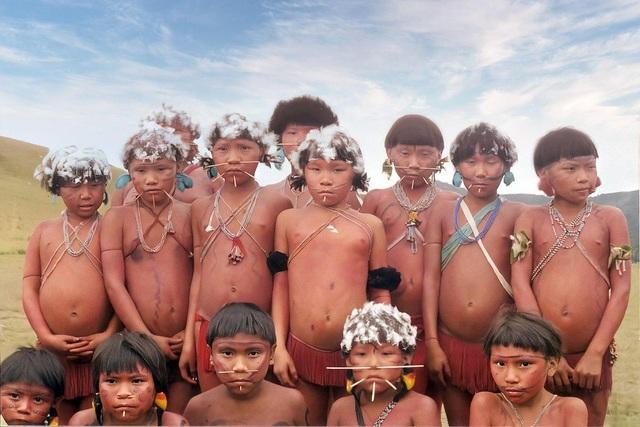 Những tập tục kỳ lạ của bộ tộc sống biệt lập trong rừng sâu Amazon - 8