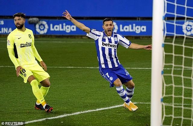 Luis Suarez tỏa sáng giúp Atletico vượt mặt Real Madrid và Barcelona - 7
