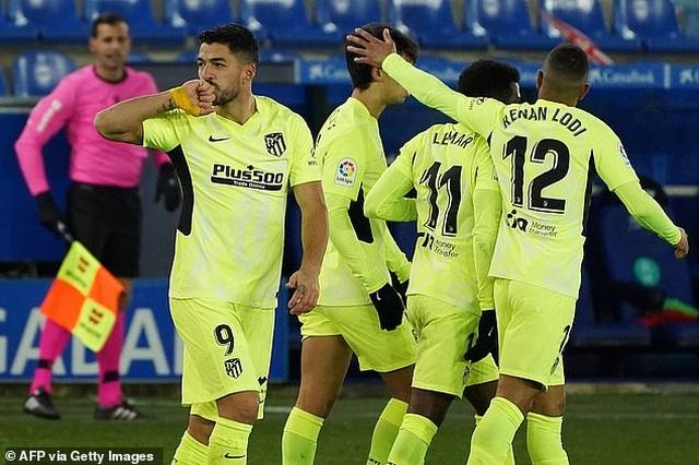 Luis Suarez tỏa sáng giúp Atletico vượt mặt Real Madrid và Barcelona - 10