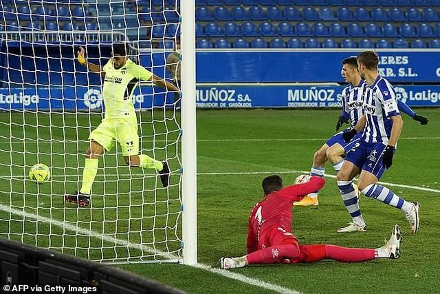 Luis Suarez tỏa sáng giúp Atletico vượt mặt Real Madrid và Barcelona - 9