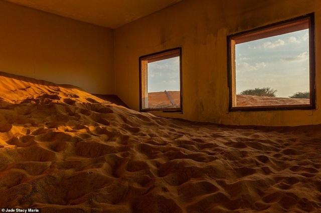 Lạ lùng ngôi làng ma bị chôn vùi trong cát, bỏ hoang đầy bí ẩn - 10