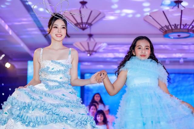 Hoa hậu Hương Giang tái xuất sàn diễn hậu scandal bị tẩy chay - 6