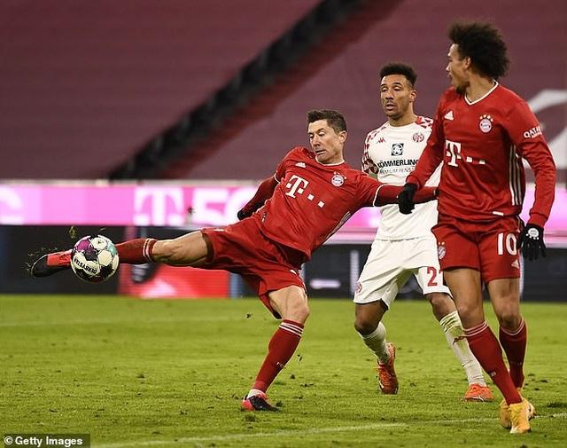 Lewandowski lập cú đúp, Bayern Munich ngược dòng khó tin - 6