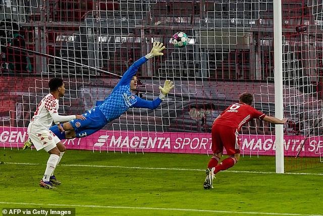 Lewandowski lập cú đúp, Bayern Munich ngược dòng khó tin - 3