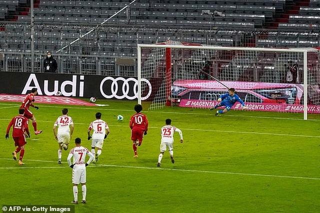 Lewandowski lập cú đúp, Bayern Munich ngược dòng khó tin - 5