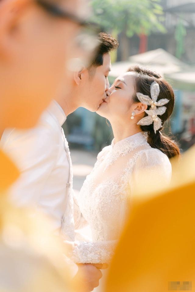 Diễn viên Hiếu Su hôn MC Thùy Linh đắm đuối trong lễ ăn hỏi - 5