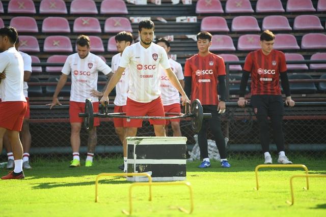 Văn Lâm tích cực tập luyện, quyết giành lại vị trí tại Muangthong United - 6