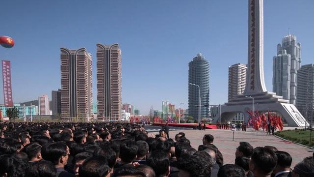 Toàn cảnh con phố hiện đại bậc nhất ở Triều Tiên với loạt cao ốc chọc trời - 1