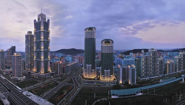 Toàn cảnh con phố hiện đại bậc nhất ở Triều Tiên với loạt cao ốc chọc trời - 2