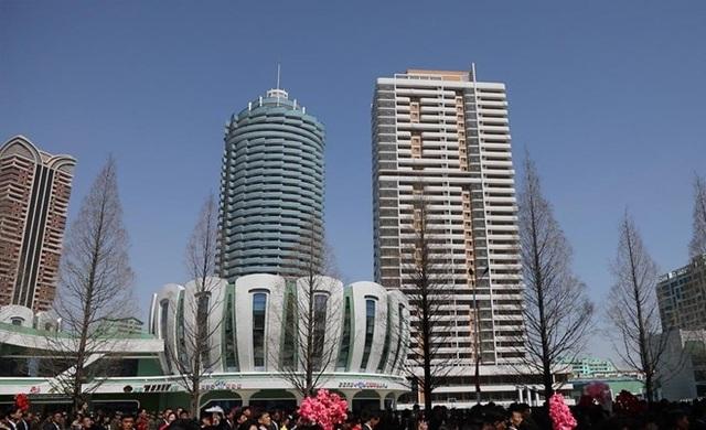 Toàn cảnh con phố hiện đại bậc nhất ở Triều Tiên với loạt cao ốc chọc trời - 3